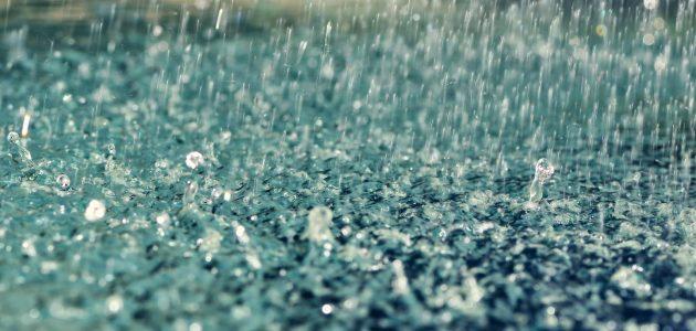 تفسير رؤية المطر في الحلم للفتاة العزباء والمتزوجة