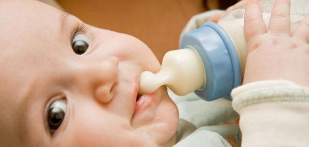 تطور طفلي : ماذا يجب أن أتوقع في الثلاثة شهور الأولى؟