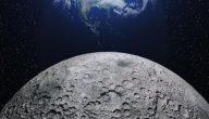 ما الذي يسبب الفوهات على سطح القمر